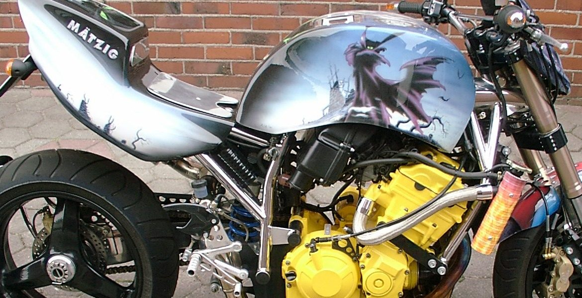Airbrush Design Motorrad by Customgrapic Ulm -Alexander Steinhauf